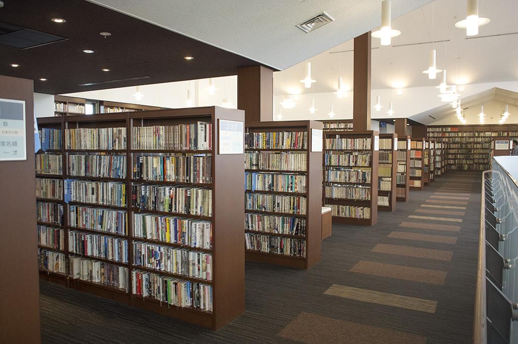 2F、軽井沢に関係する本がたくさん!